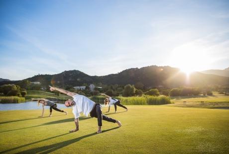 Lezione yoga a Is Molas