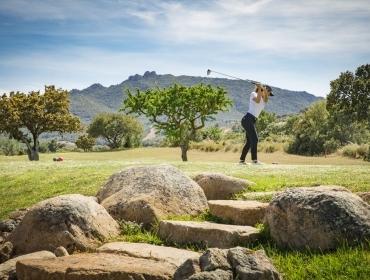 Donna che gioca in Campo da golf