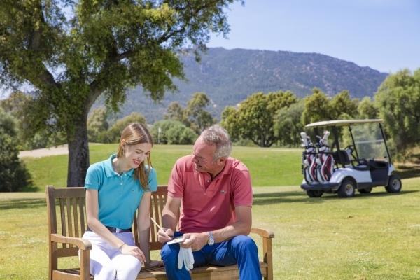 Imparare a giocare a golf in Sardegna