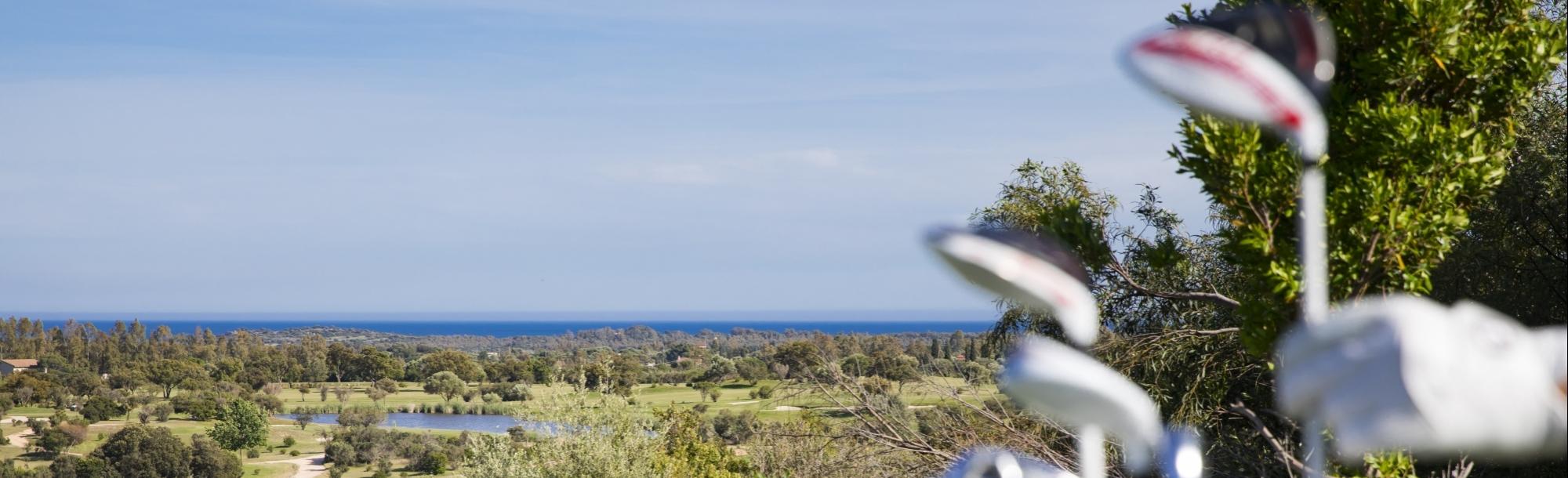 Campo da golf vista mare Is Molas