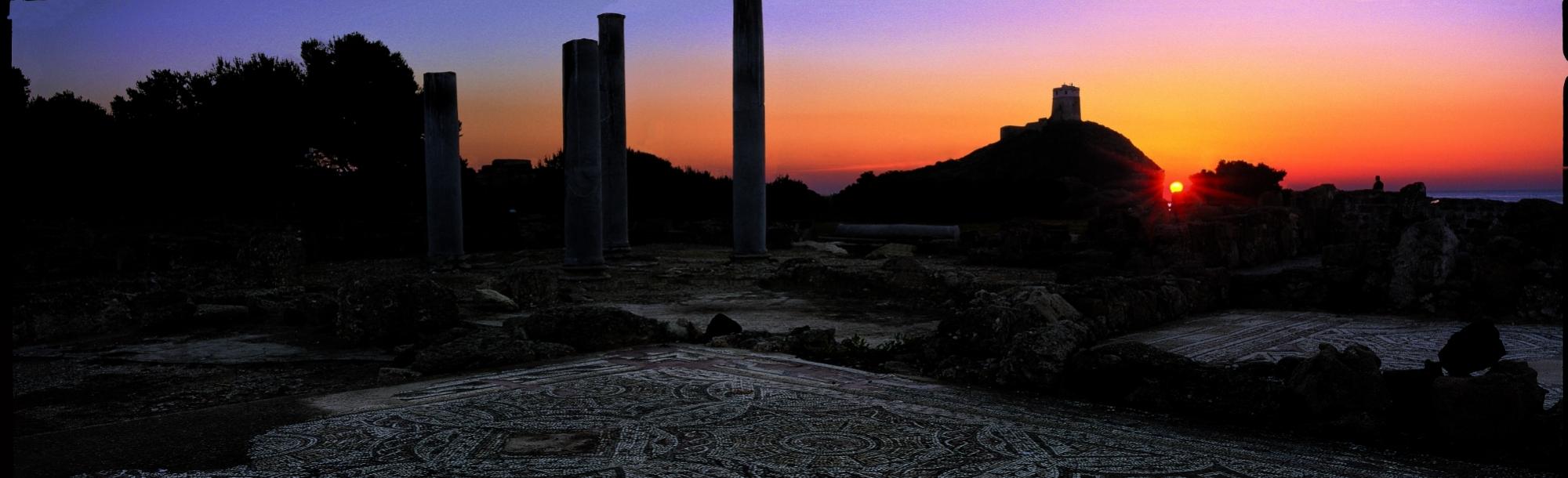 Tramonto Nora in Sardegna