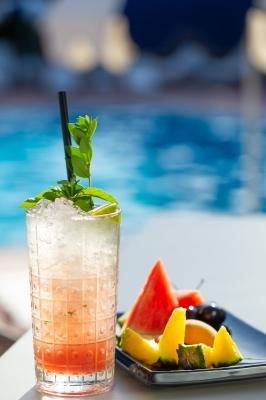 La 19 Pool Club - Drink and Food